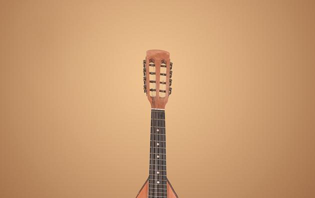Suono la chitarra perché mi lascia sognare ad alta voce.